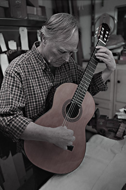 Master Luthier Ronald Hachez